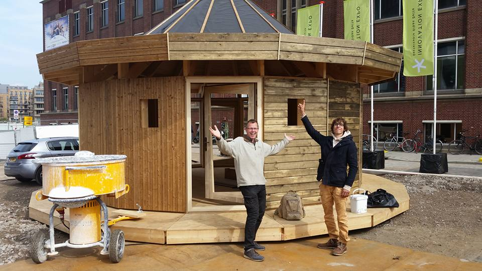 Foto Martijn, gebouw en ik